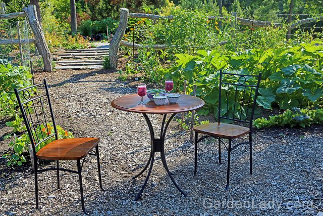 fornari_table_in_garden